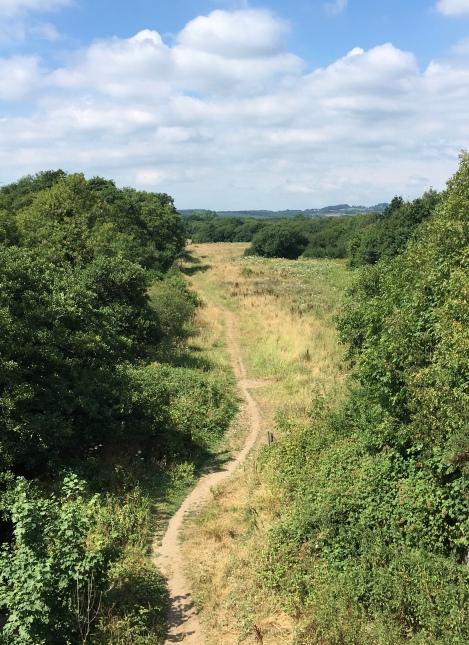Footpath near Lllantrisant